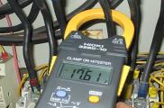 Kiểm tra dòng điện bơm hút chân không sau khi lắp