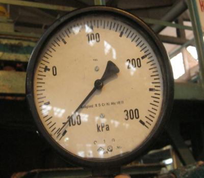 Đồng hồ đo độ chân không hiển thị cơ do nga sản xuất